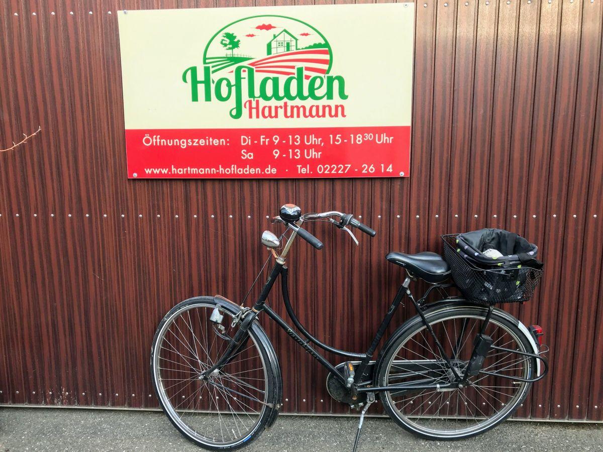 Fahrrad vor Hoftor