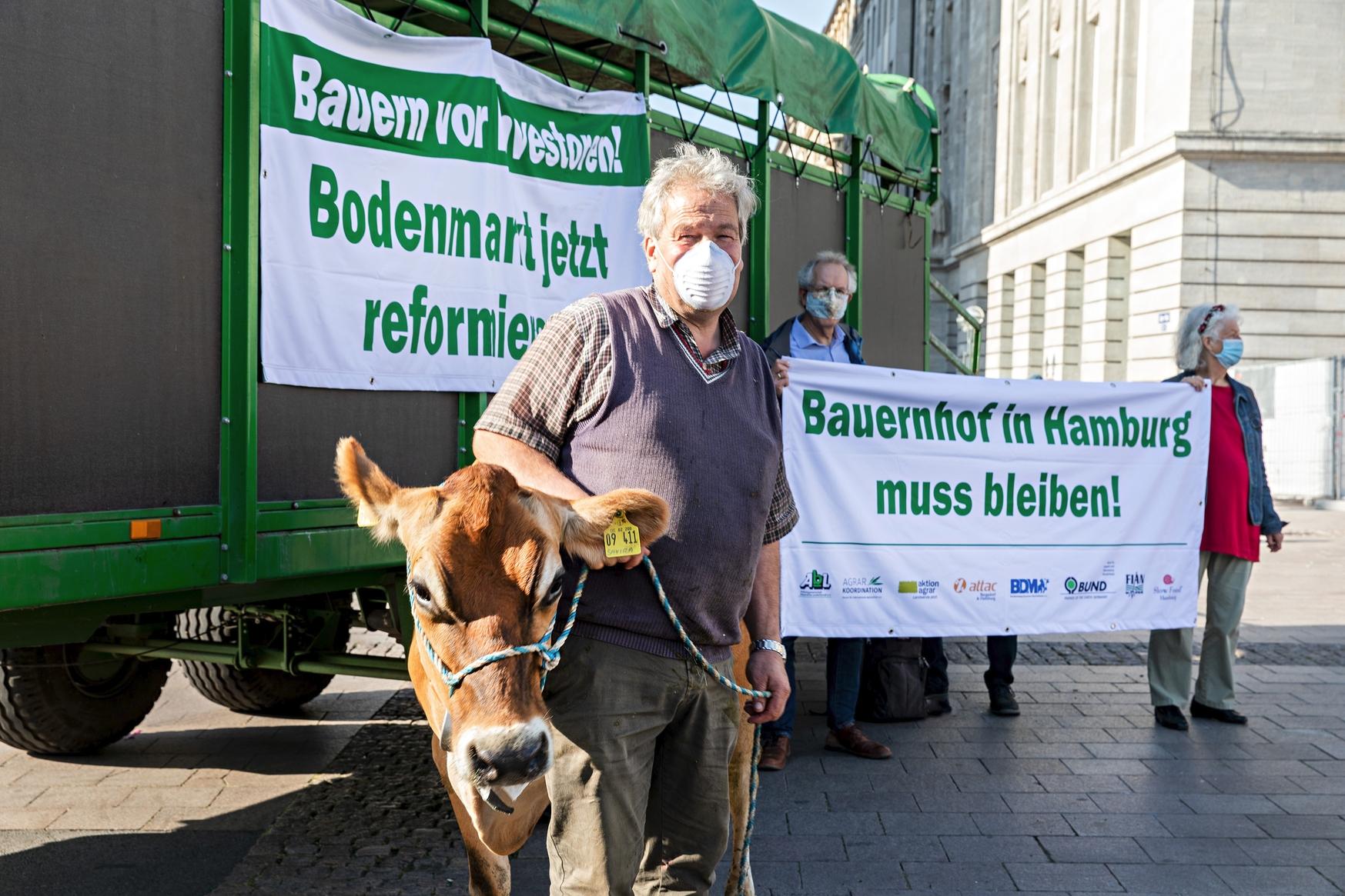 DEU, Hamburg, 2020, 22.09.2020, Aktion der AbL (Arbeitsgemeinschaft bäuerliche Landwirtschaft) auf dem Rathausmarkt Hamburg, Copyright : Fred Dott, http://www.freddott.de